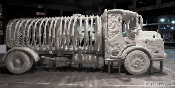 Jitish Kallat's bone Truck