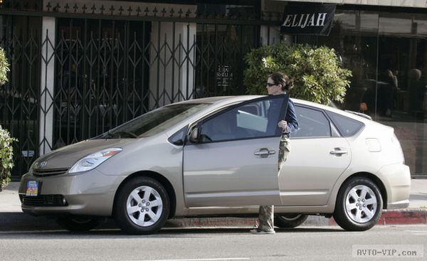Julia Roberts drives a Toyota Prius