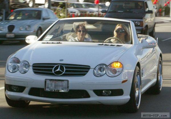 Britney in her white Mercedes Benz SL500