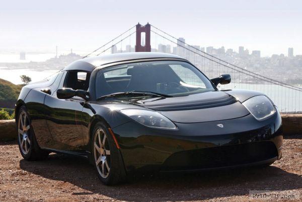 George Clooney drives a Black Tesla Roadster