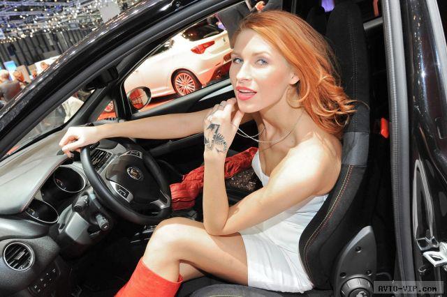 Девушки в автомобилях