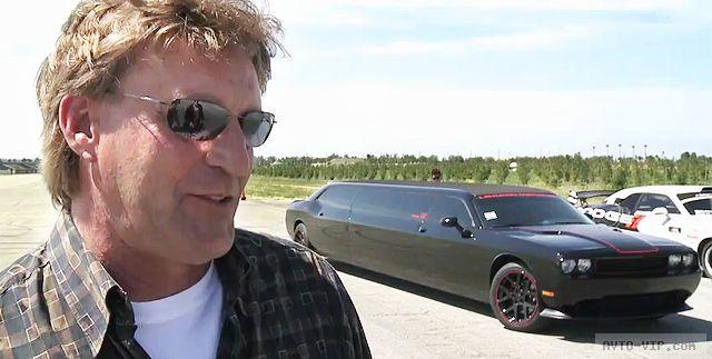 Черный лимузин Dodge Challenger