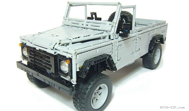 4x4 Land-Rover Defender из конструктора Лего
