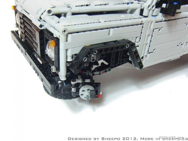 Land-Rover Defender из конструктора Лего