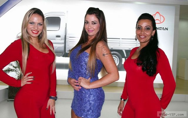 Девушки на Sao Paulo Motor Show 2012