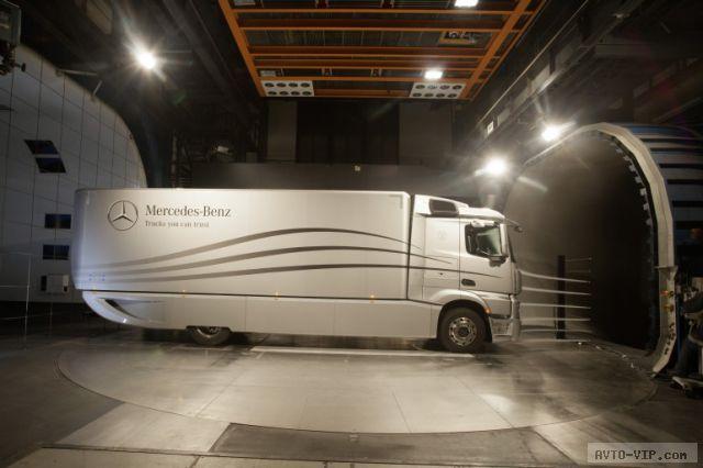 Аэродинамические грузовики Мерседес