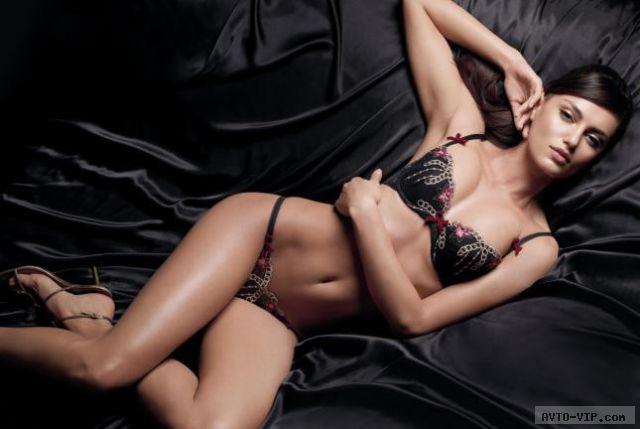Catrinel Menghia - сексуальная румынская модель