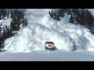 Jeep Wrangler против лавины (видео)