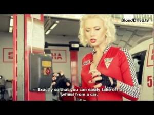 Блондинка на шиномонтаже и на SIA 2012