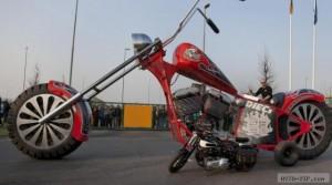 Самый большой мотоцикл в мире (фото, видео)