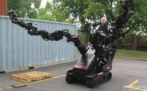 Трактор-робот с длинными руками