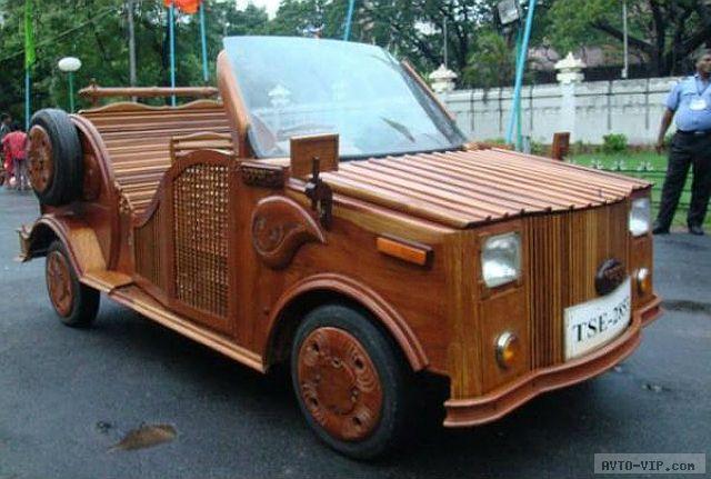 Деревянный автомобиль из Индии