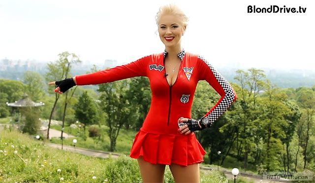 Блондинка рулит — девушка и автомобили (видео)