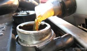 Особенности замена масла в двигателе