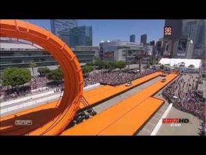 Hot Wheels Double Loop Stunt — игрушечные трюки настоящих машин