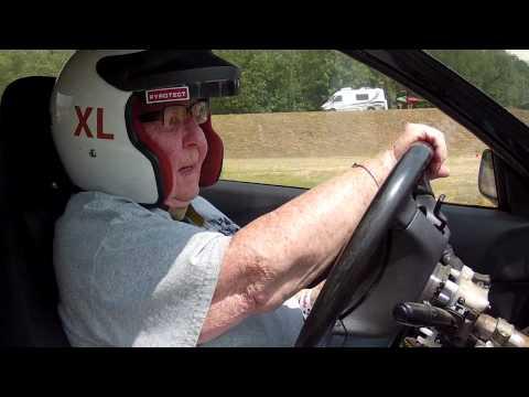 Бабушка учится водить гоночную Субару