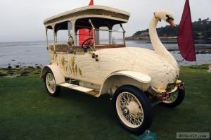 Грациозный автомобиль Лебедь