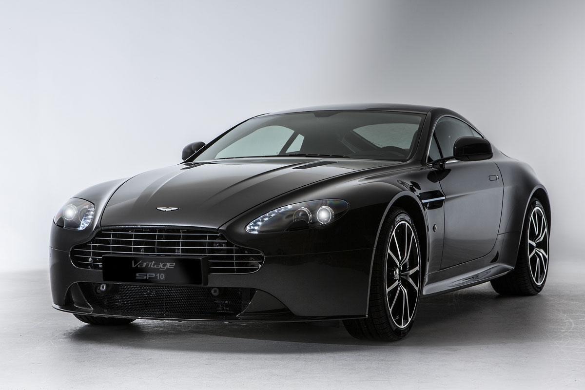 Особая серия суперкара Aston Martin V8 Vantage SP10