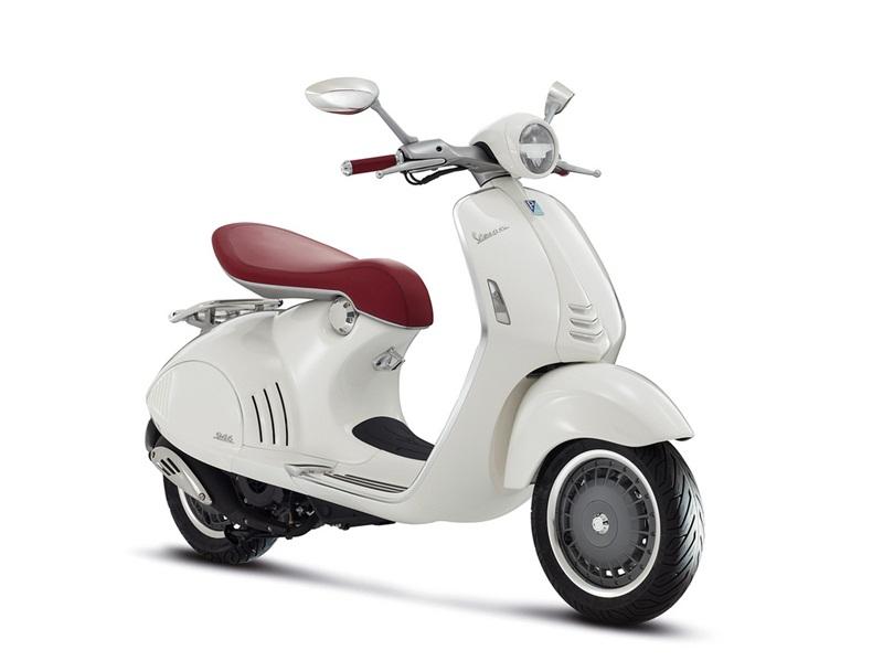 Элегантный скутер Vespa 946