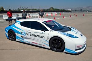 Гоночный электромобиль Leaf Nismo RC
