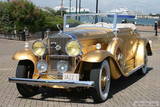 Золотой Cadillac Fleetwood Drop Head Coupe 1931
