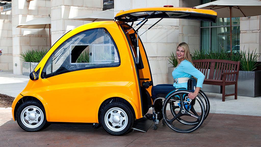 Инвалиды управляют автомобилем