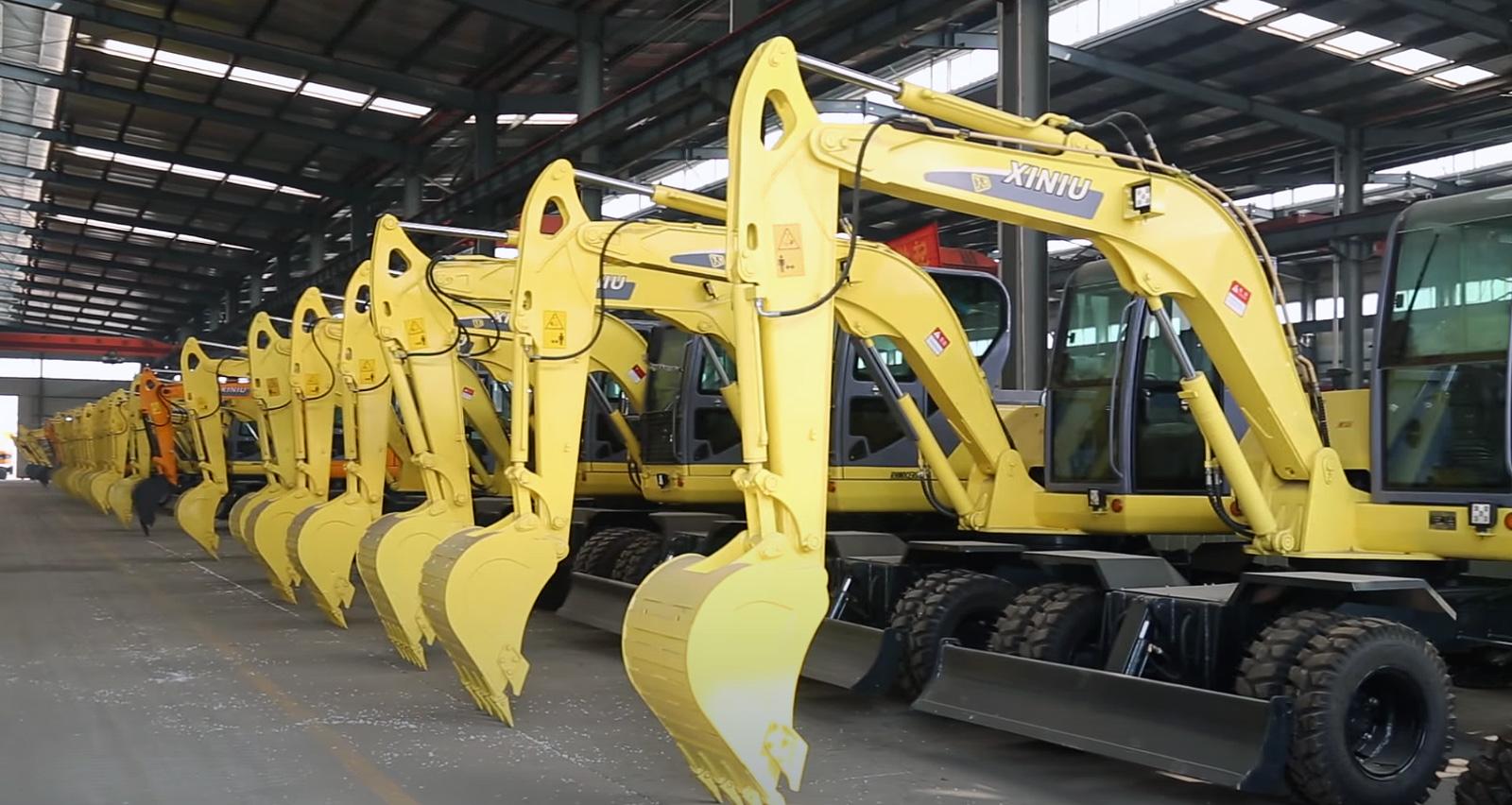 жёлтые колёсные экскаваторы