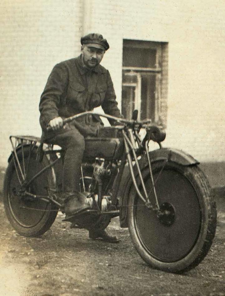 Курчевский на мотоцикле